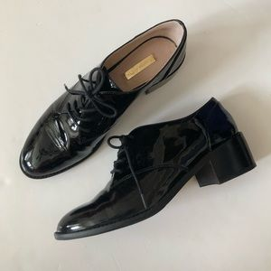 Louise et Cie Finch Oxford Loafer in Black Patent